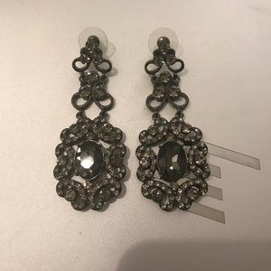 Jewelmint remember Versailles earrings in charcoal